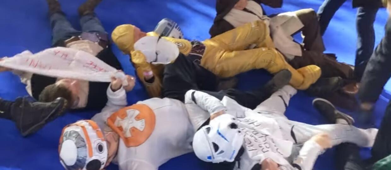 """""""Gwiezdne wojny: Skywalker. Odrodzenie"""" - aktywiści wtargnęli na premierę filmu"""