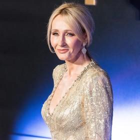 """J.K. Rowling wypowiedziała się na temat romansu Dumbledore'a i Grindewalda w """"Fantastycznych Zwierzętach"""""""
