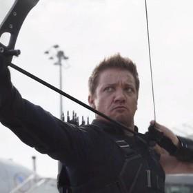 """Jeremy Renner udowodnił, że w """"Avengers 4"""" Hawkeye naprawdę wróci do akcji"""