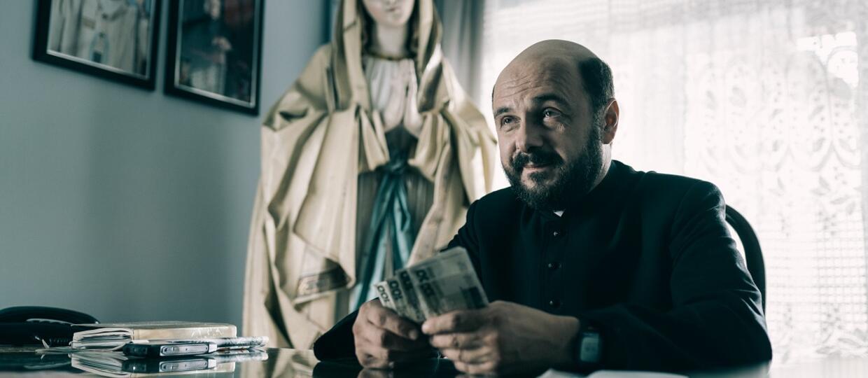 Arek Jakubik w filmie Kler