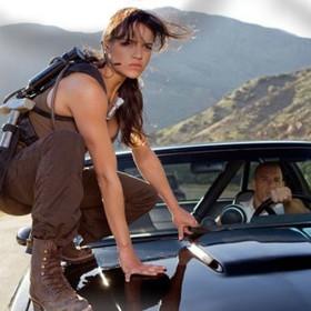 """Michelle Rodriguez grozi, że opuści serię """"Szybcy i wściekli"""". Jakie ma warunki?"""