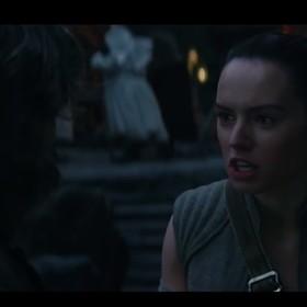 """Pojawił się opis i zdjęcia usuniętej sceny z """"Gwiezdnych Wojen: Ostatnich Jedi"""""""