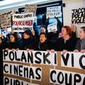 Protesty przed pokazem Oficera i szpiega