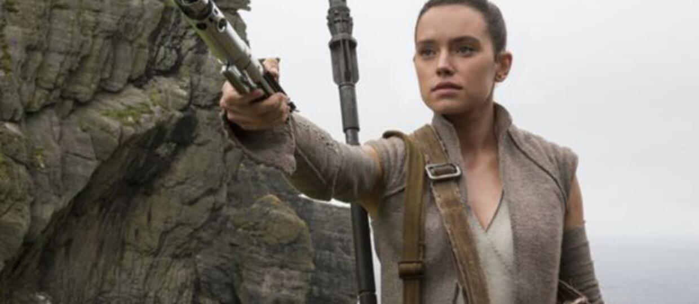 """Zagadkowa scena z Rey w """"Gwiezdnych Wojnach: Ostatnich Jedi"""". Czy przejdzie na ciemną stronę mocy?"""
