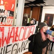 protest przeciwko Romanowi Polańskiego w Skole Filmowej w Łodzi