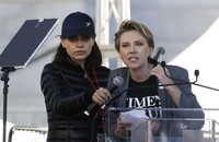 Mila Kunis, Scarlett Johansson