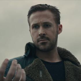"""Scenarzyści """"Blade Runnera 2049"""" zdradzają całą prawdę o zakończeniu filmu"""