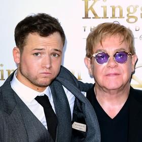 """Taron Egerton jako Elton John na pierwszym zdjęciu z filmu """"Rocketman"""""""