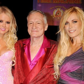 """Ujawniono przyczynę śmierci założyciela """"Playboya"""", Hugh Hefnera"""