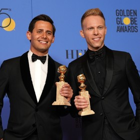 Benj Pasek i Justin Paul na Złotych Globach 2018