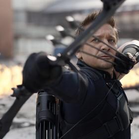 """Zdjęcia z planu """"Avengers 4"""" potwierdzają, że Hawkeye stanie się Roninem"""