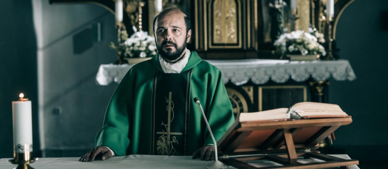 Arkadiusz Jakubik w filmie Kler