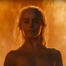 """Emilia Clarke ostro broni nagości w """"Grze o tron"""": Ludzie piep**ą się dla przyjemności – to część naszego życia"""