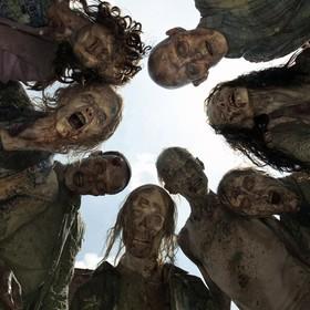 """Fani """"The Walking Dead"""" żądają zwolnienia showrunnera serialu"""