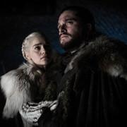 "Emilia Clarke i Kit Harington jako Daenerys Targaryen i Jon Snow w serialu HBO ""Gra o Tron"""