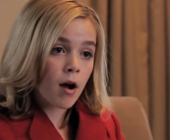 """Gwiazda """"Riverdale"""" twierdzi, że serial nie będzie współdzielił uniwersum z """"Sabriną"""""""