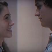 """""""Stranger Things"""" jako romansidło z lat 80. w śmiesznej zapowiedzi drugiego sezonu"""