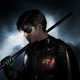 Brenton Thwaines jako Robin