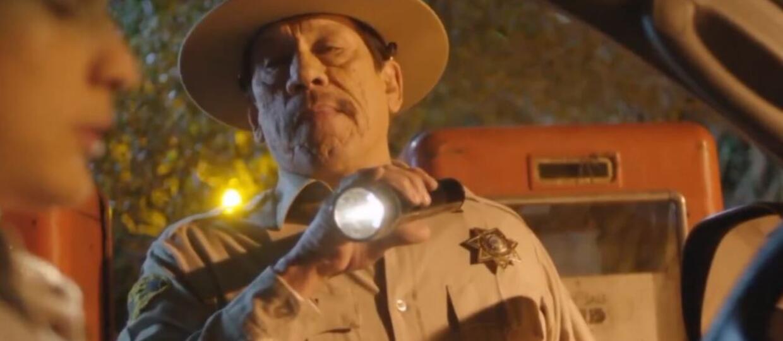 """Czy Danny Trejo jest psychopatą w horrorze """"Murder In The Woods""""?"""