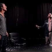 """Galifianakis próbuje zabić McConaugheya w zwiastunie """"Between Two Ferns"""""""