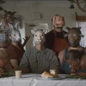 The Farm - gang w maskach zwierząt gospodarskich