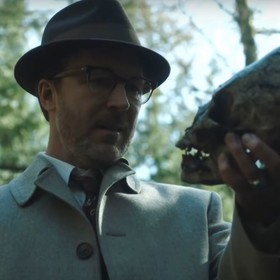Aidan Gillen w serialu Project Blue Book