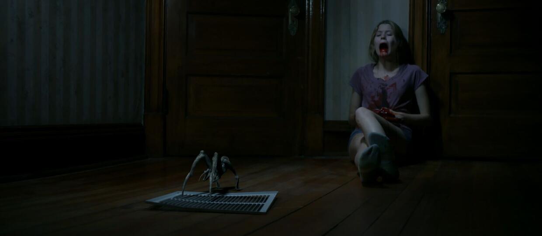 """Krwiożerczy """"Gremlin"""" wyskakuje z pudełka w zwiastunie horroru"""
