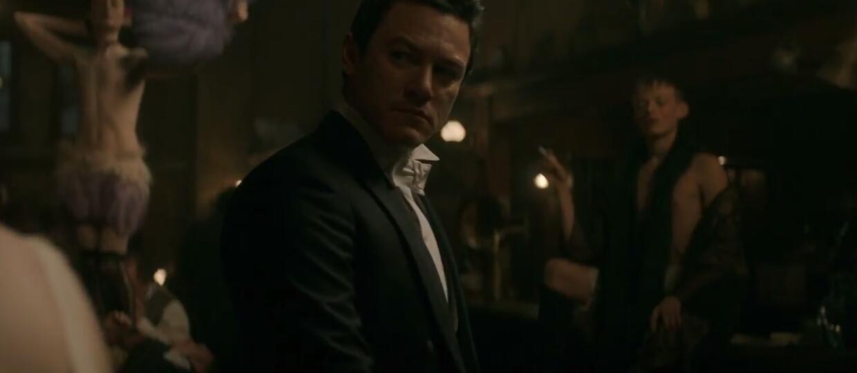 """Luke Evans na tropie zabójcy chłopców-prostytutek w zwiastunie """"The Alienist"""""""