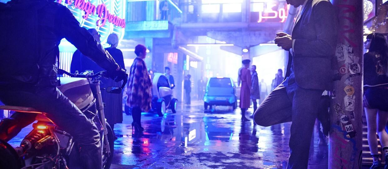 "To nie ""Altered Carbon"" ani ""Blade Runner"". Netflix zaprezentował 1. teaser filmu ""Mute"""