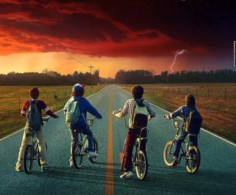 """Netflix zaskakuje nowym teaserem """"Stranger Things 2"""" stylizowanym na kronikę 1984 roku"""