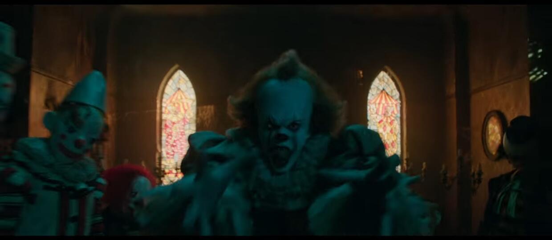 """Przerażający Pennywise w nowym zwiastunie horroru """"To"""""""