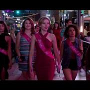 """Scarlett Johansson na bani zabija striptizera w zwiastunie """"Rough Night"""""""