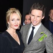 """Eddie Redmayne broni J.K. Rowling: """"potraktowali ją obrzydliwie"""""""