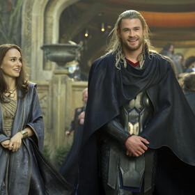 Chris Hemsworth i Natalie Portman w filmie Thor: Mroczny świat