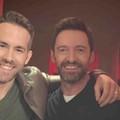 Ryan Reynolds i Hugh Jackman zawieszają spór, aby wspólnie wesprzeć walkę z koronawirusem