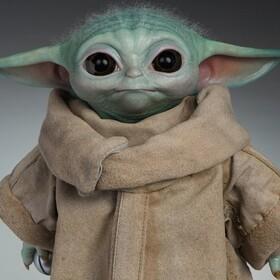 Oto zabawkowy Baby Yoda, który jest zdalnie sterowany, wydaje słodkie odgłosy i nie kosztuje fortunę