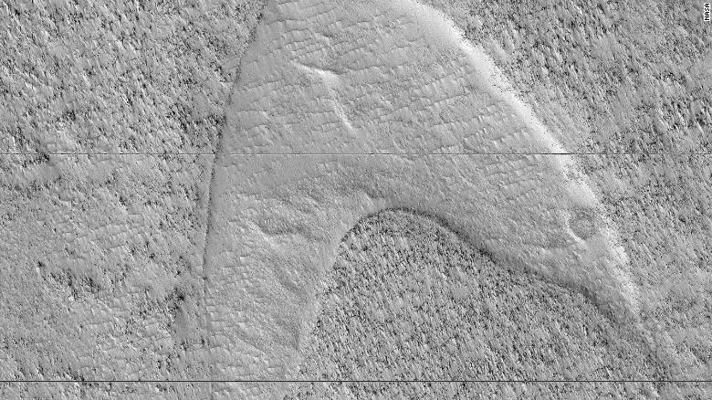 190613120458-dune-footprints-mars-exlarge-169