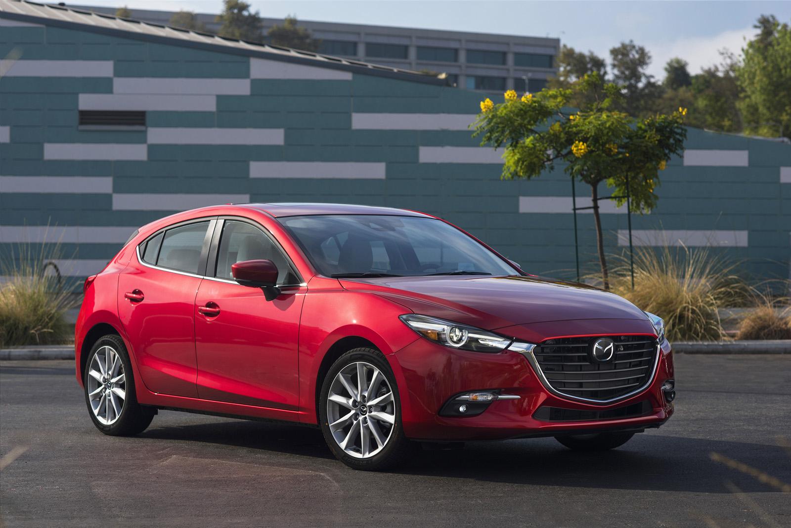 2017_Mazda3_01