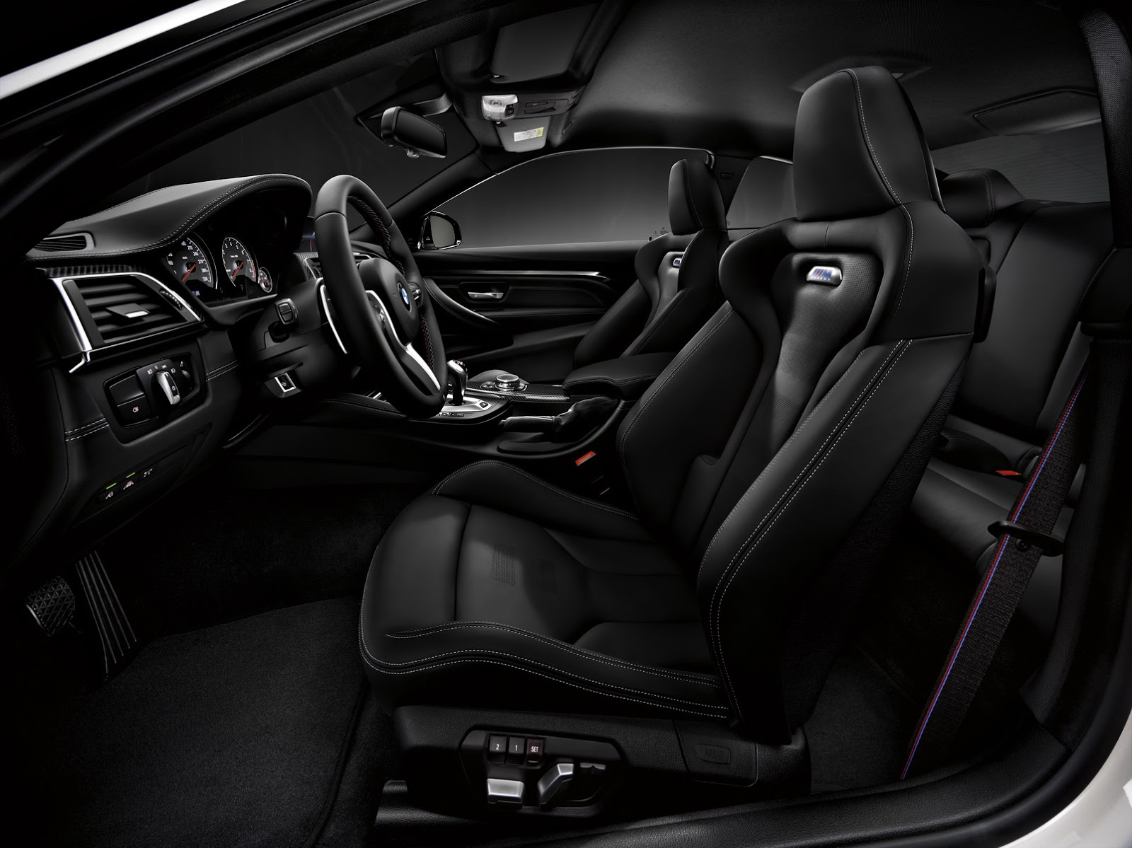 BMW M4 Competition 3