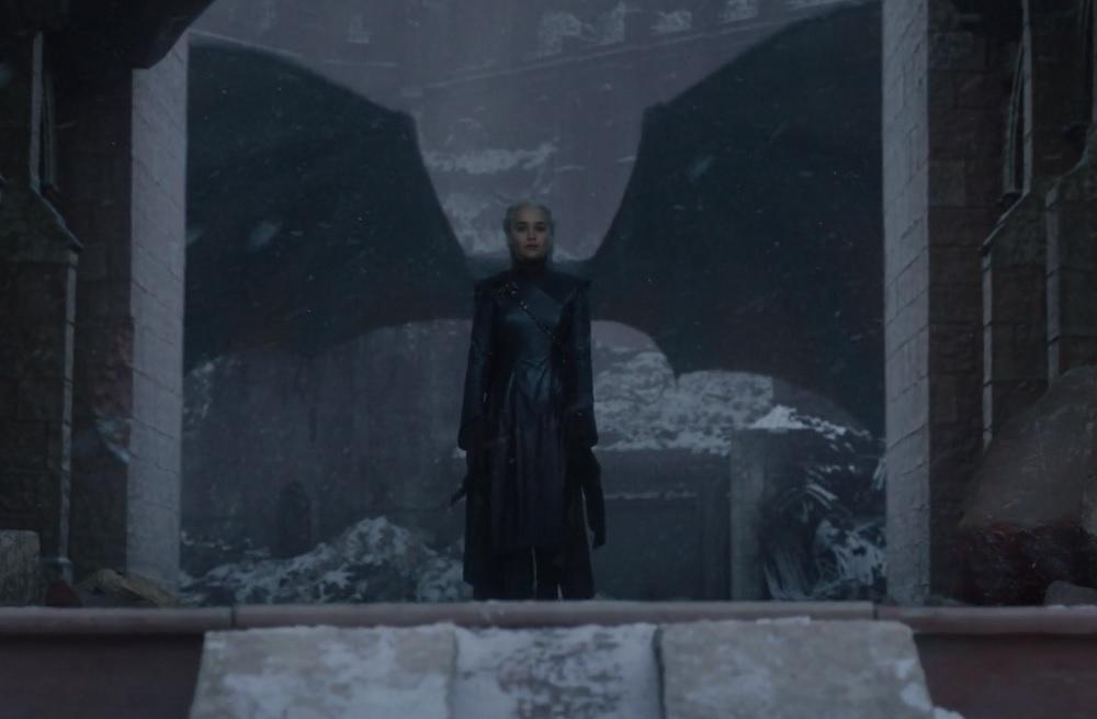 """Daenerys Targaryen jako Królowa Siedmiu Królestw, foto: kadr z 6. odcinka 8. sezonu """"Gry o tron"""""""