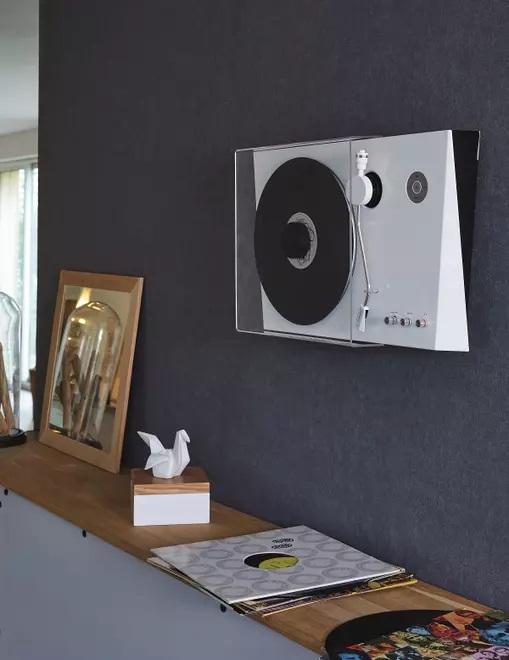 http://www.antyradio.pl/Technologia/Gadzety/Thomson-pokazal-gramofon-rodem-z-galerii-sztuki-17142