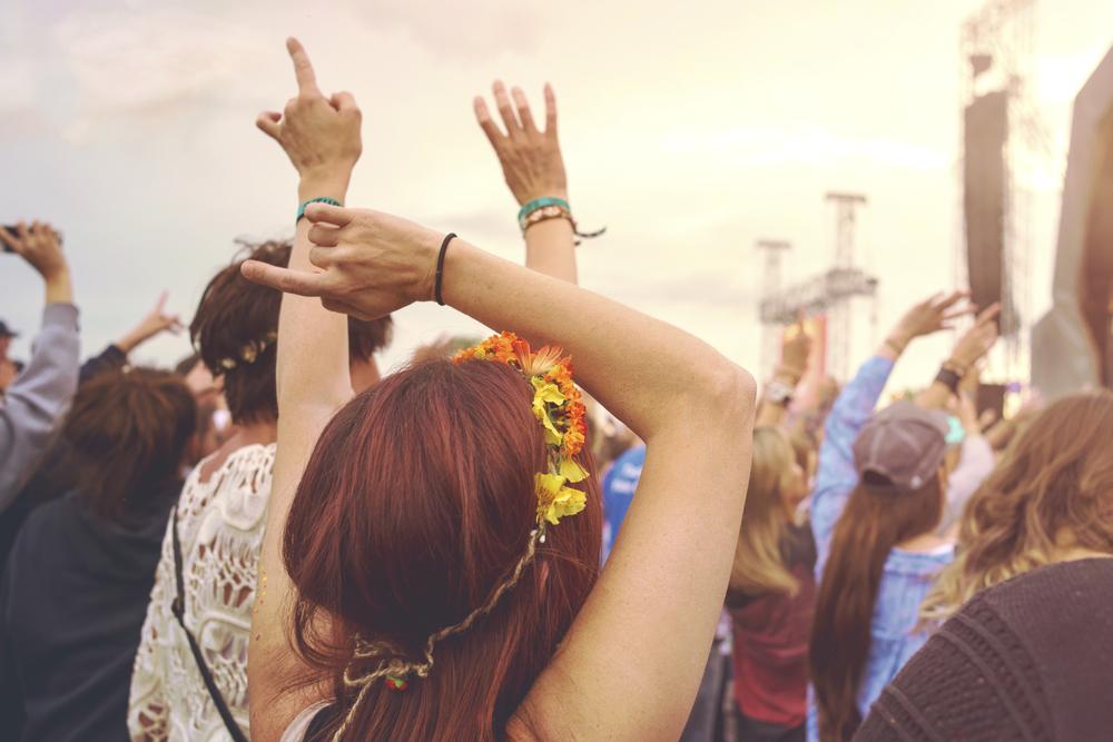 Kobieta na festiwalu muzycznym