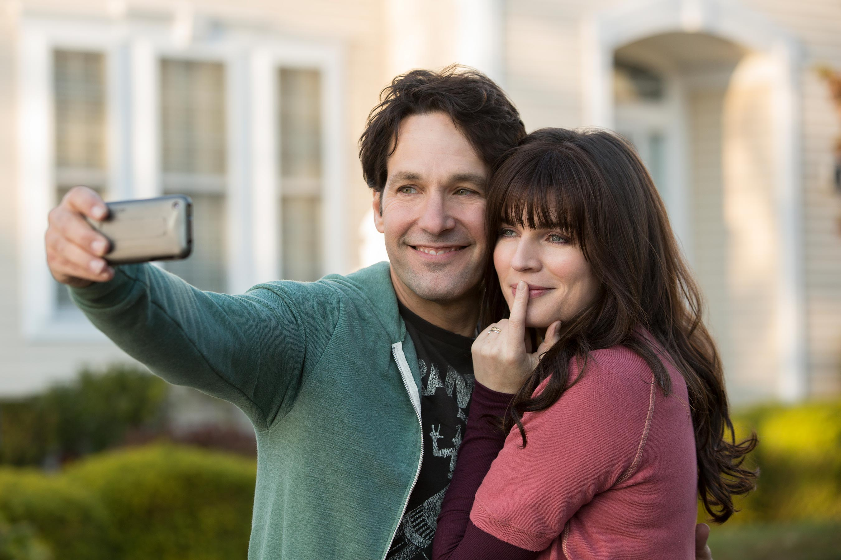 Paul-Rudd-and-Aisling-Bea-in-Netflixs-Living-With-Yourself