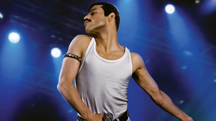 Raimi Malek jako Freddie MErcury