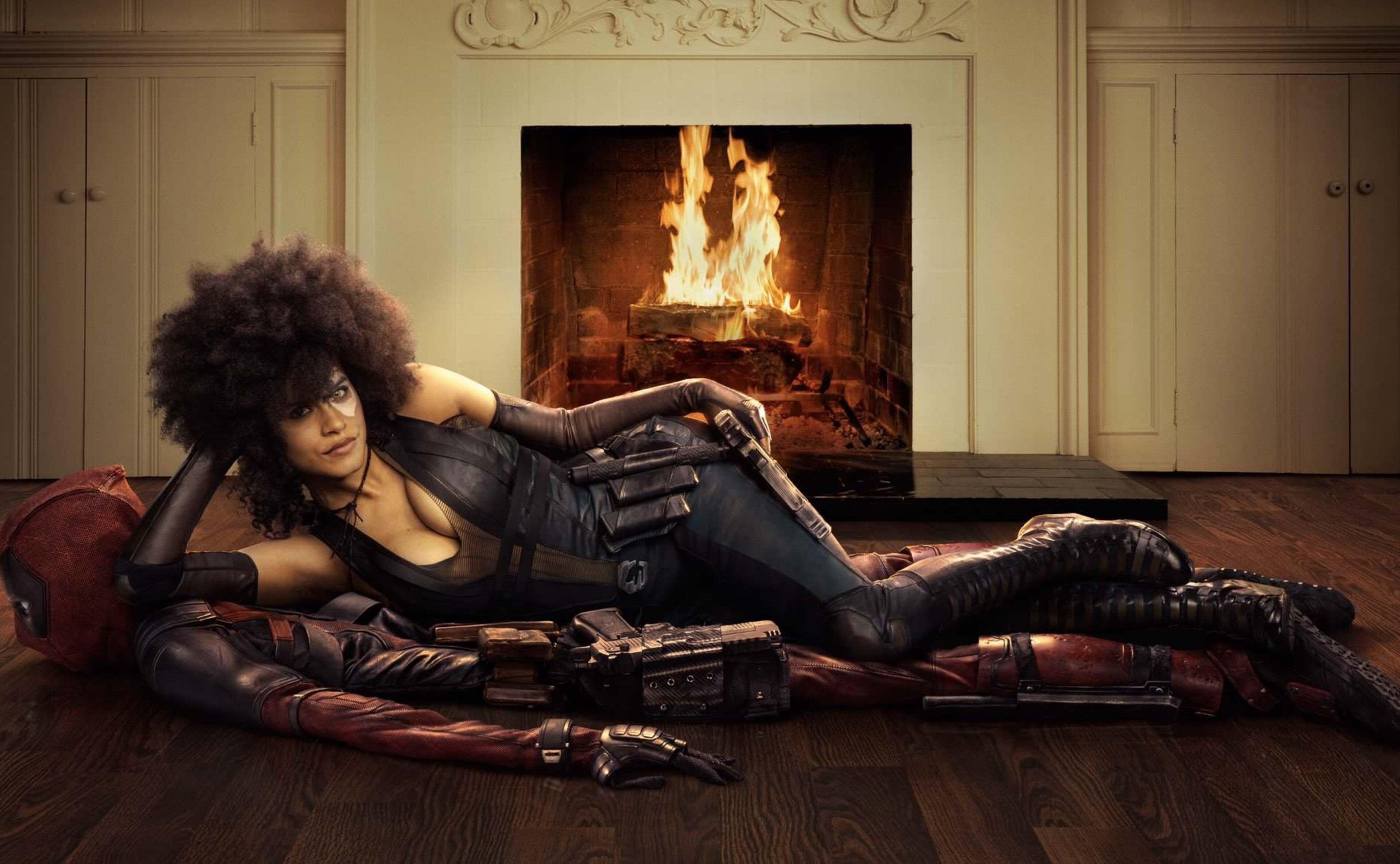 Zazie Beetz jako Domino