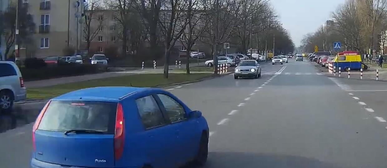 """Agresywny kierowca Fiata Punto groził """"wysadzeniem"""""""