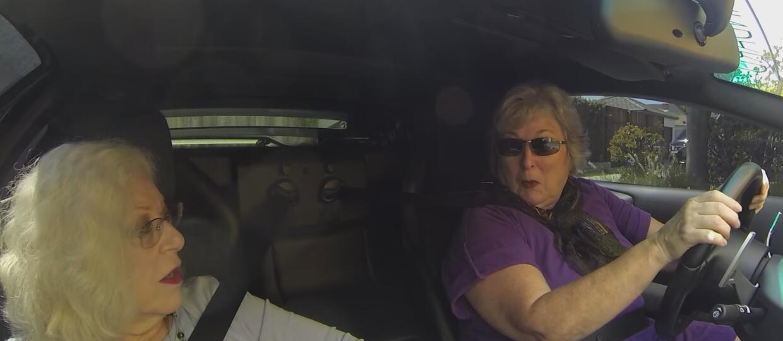 Babcie szpanują w 640-konnym Lamborghini
