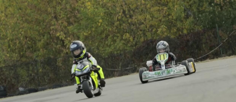Dwulatek na motocyklu kontra czterolatek na gokarcie