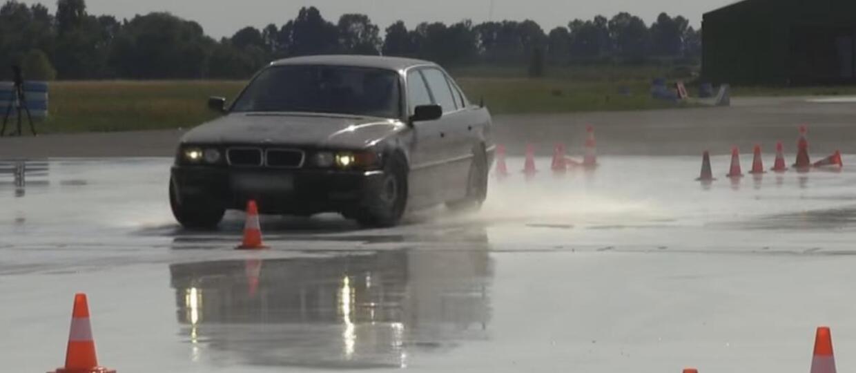 Ofensywna technika jazdy autem w wykonaniu CBŚP