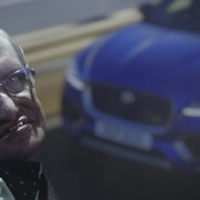 Stephen Hawking promuje Jaguara F-Pace'a